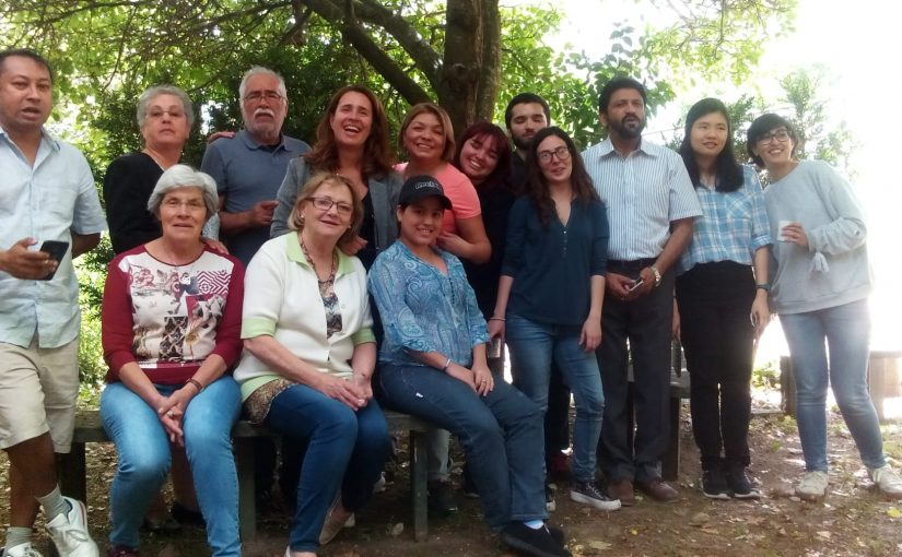 Português, estrangeiros e mesa posta